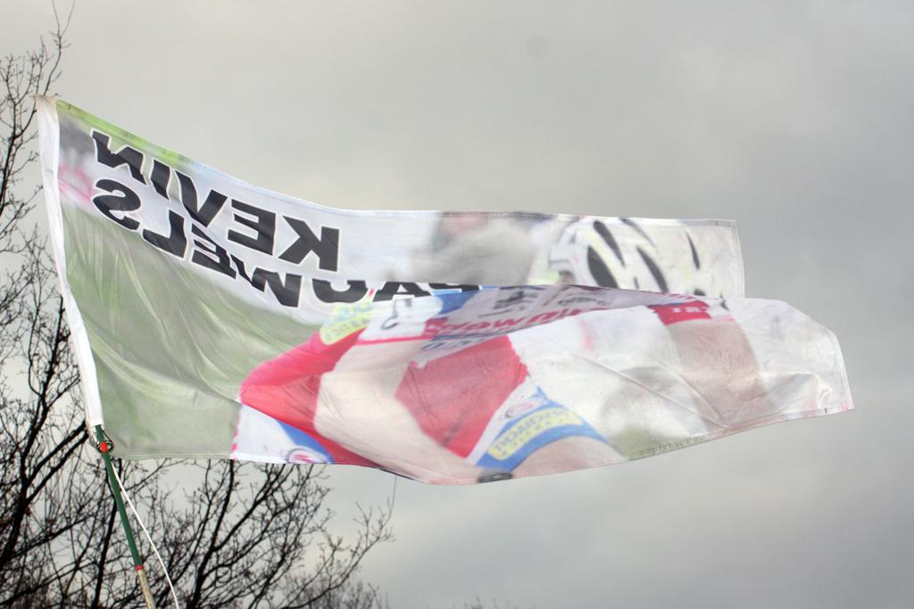 A flag exhorting Pauwels to victory. ©Bart Hazen