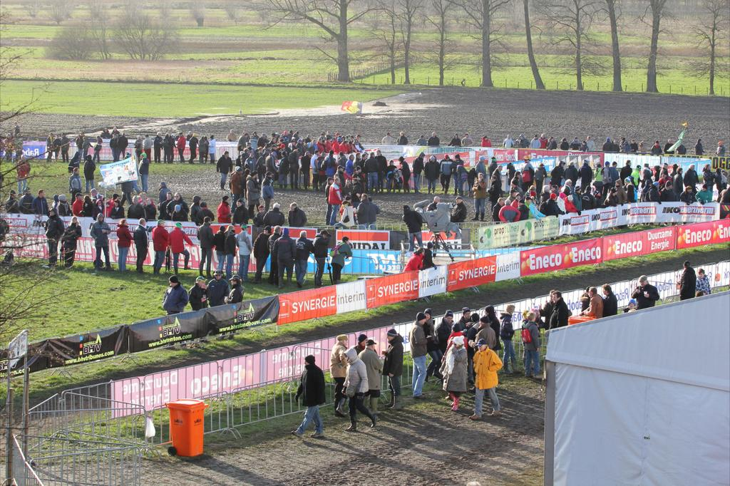 An early shot of the course and spectators. © Thomas van Bracht