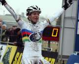 Vos crosses the line victorious.? Bart Hazen