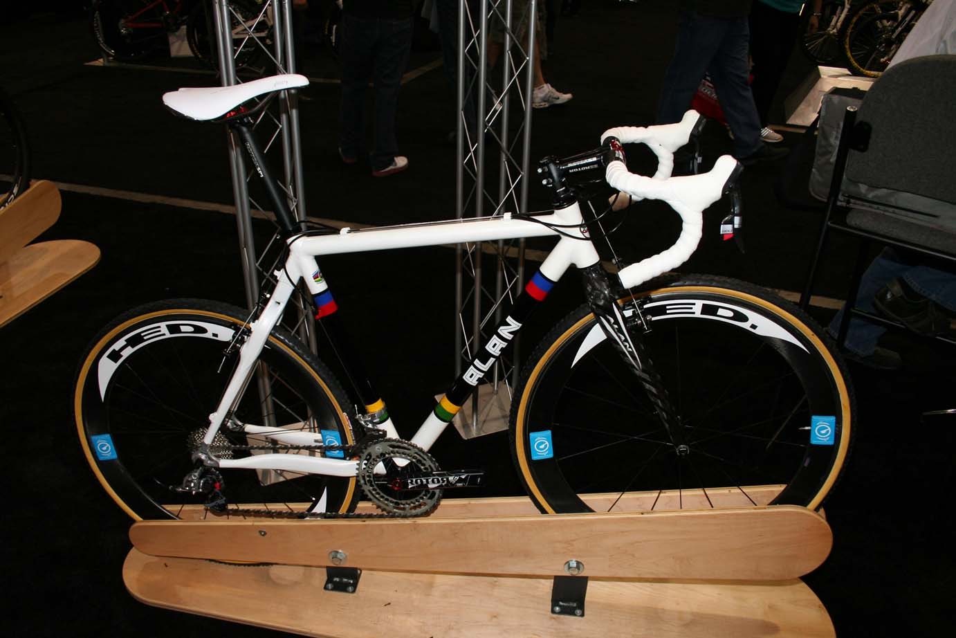 Stellina Sport showed off an Alan with this  classy white worlc