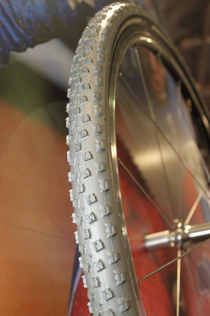 The new Hutchinson Bulldog tubeless cyclocross tires have a carbon bead. See our review in Issue 10, p77. Cyclocross @ Interbike 2010. © Cyclocross Magazine