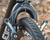 Avid Shorty Ultimate brakes can be run wide for clearance or narrow for more stopping power, and Michelin Mud 2 tires provide traction in various conditions.