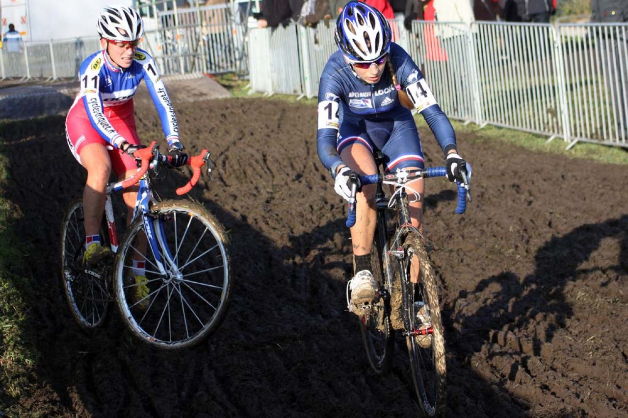 Ferrand prevot (r) and Mani search for traction. © Bart Hazen