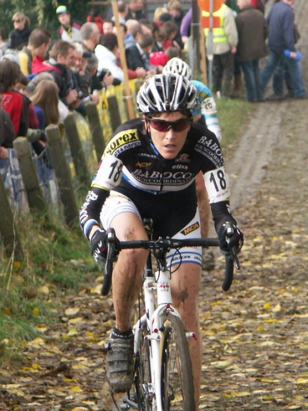 Riding the famous Koppenberg cobbles © Willem Beerland