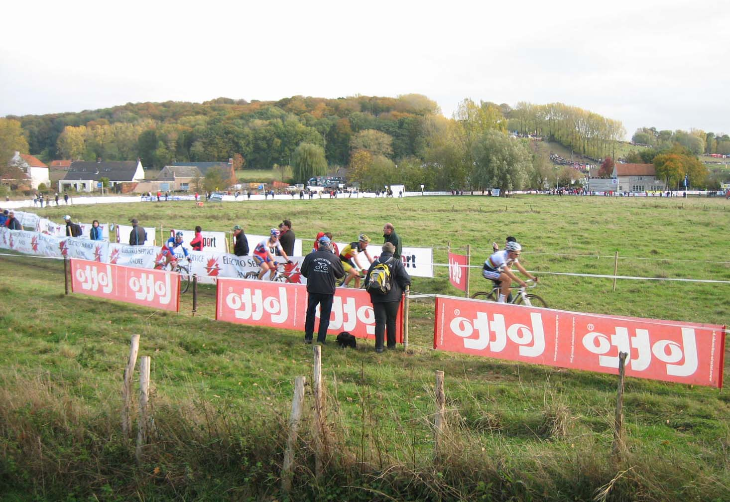 The leaders make their way through a flat field. by Christine Vardaros