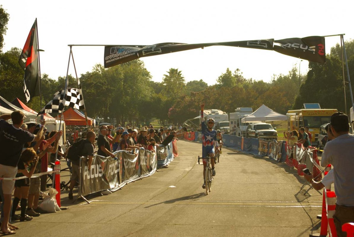 Summerhill takes the win in front of Jones © Kenneth Hill