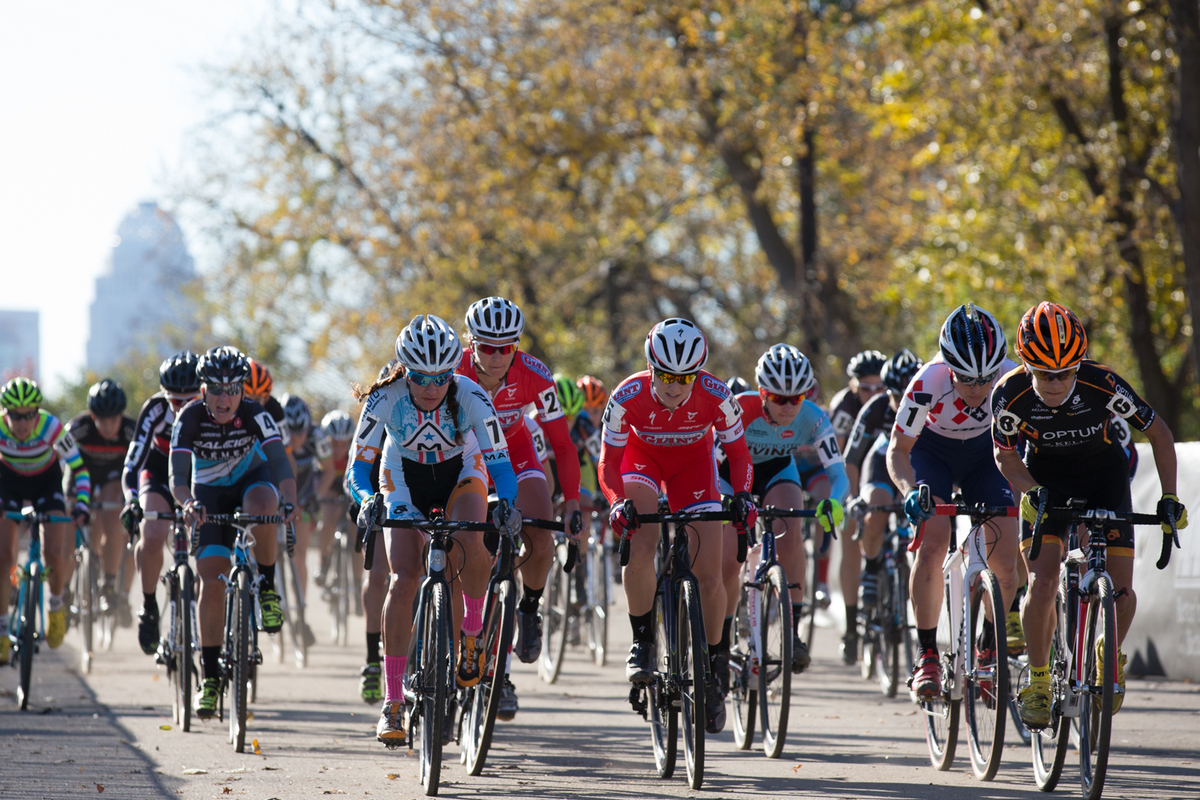 Cyrstal Anthony leads the Elite Women off the start in Saturday\'s race. © Wil Matthews