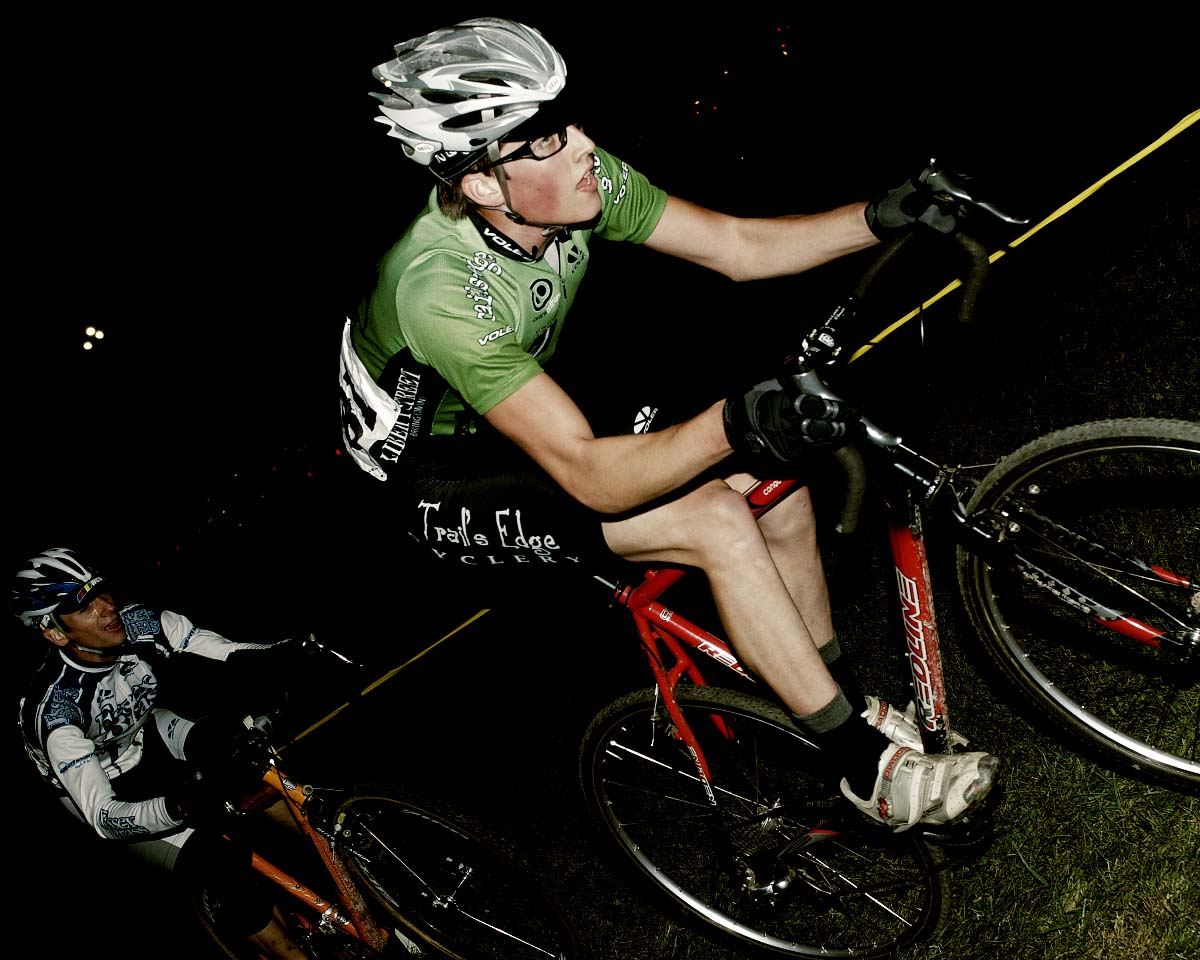 Elite racers Vince Roberge/Trails Edge and Tim Saari/Essex Brass battle for 2nd & 3rd in the Mens Elite Race. ? Andrea Tucker 2009/www.tuckerbikes.com