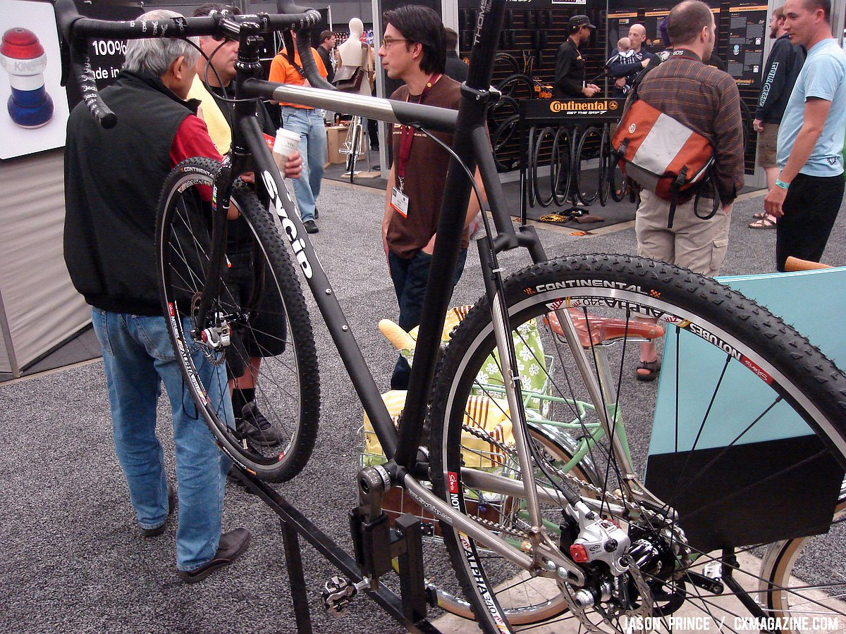 Sycip\'s disc cyclocross bike blends paint with exposed metal ©Jason Prince
