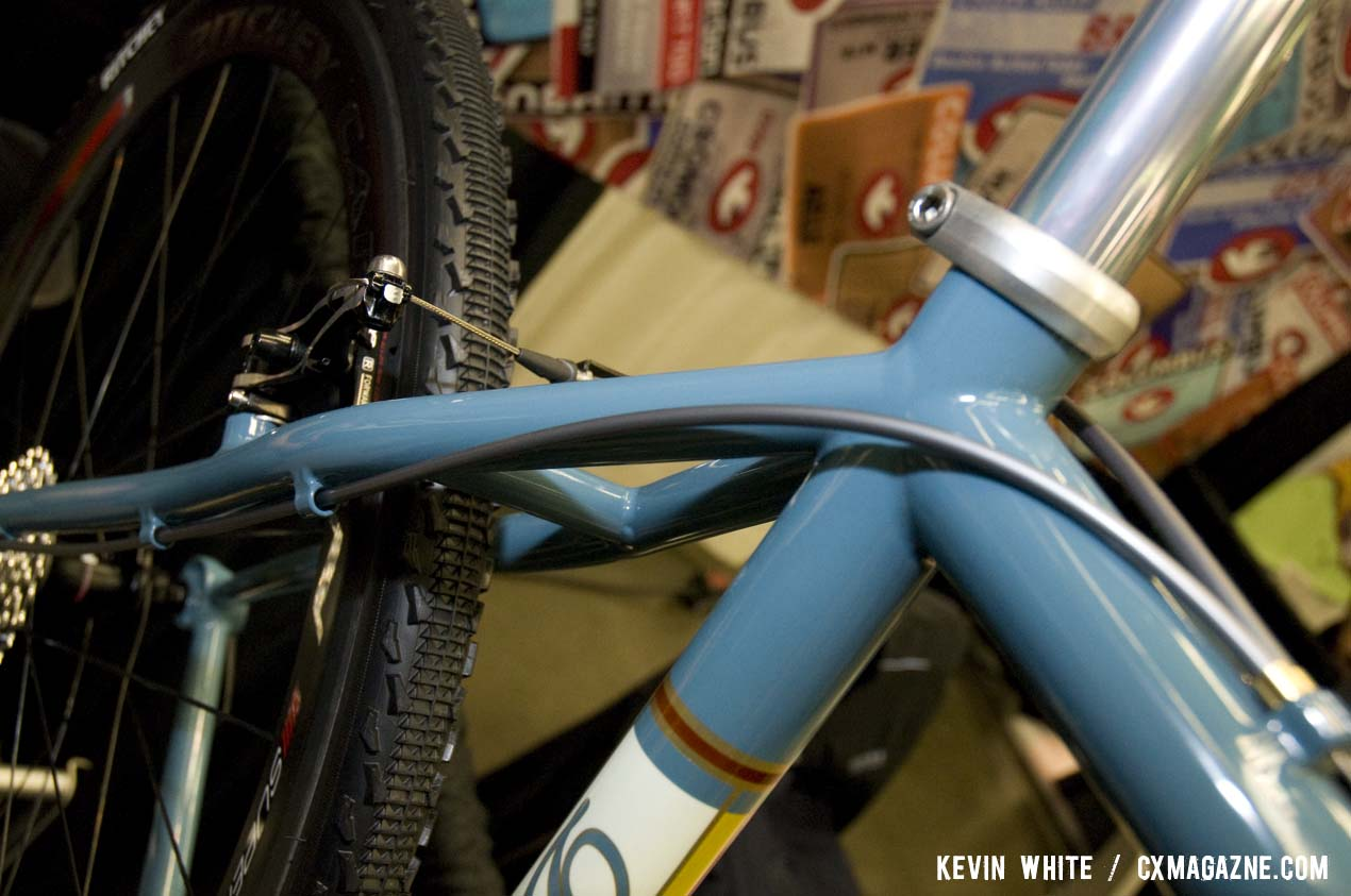 The seat stays feature a nice curve and drive side full derailleur cable housing guides. © Kevin White