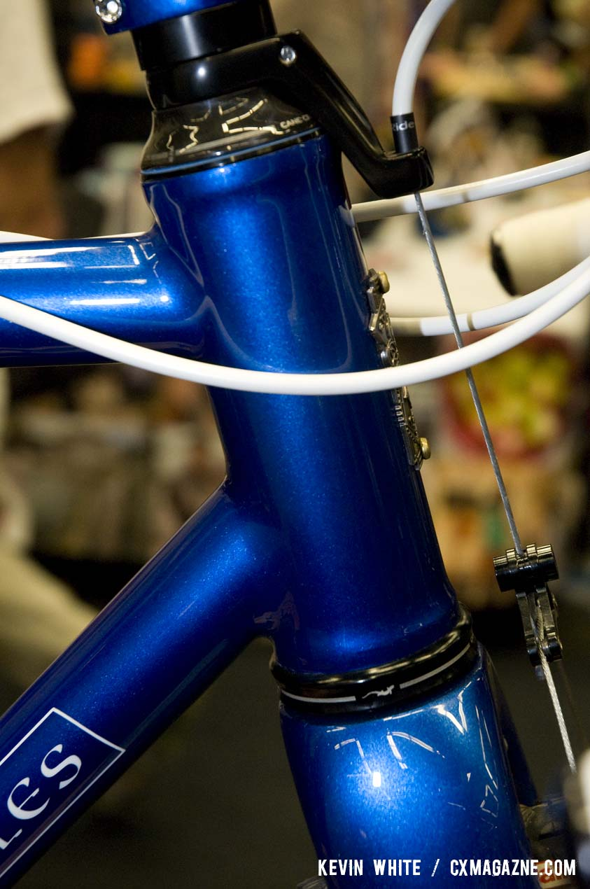 The oversize head tube was chosen to fit an Enve carbon fork with a tapered steer tube. © Kevin White
