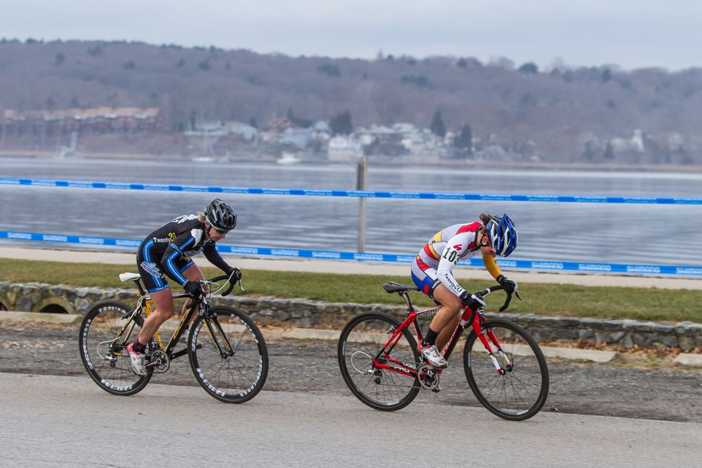 Kemmerer and van Gilder surge with the Greenwich Bay behind them. © Todd Prekaski