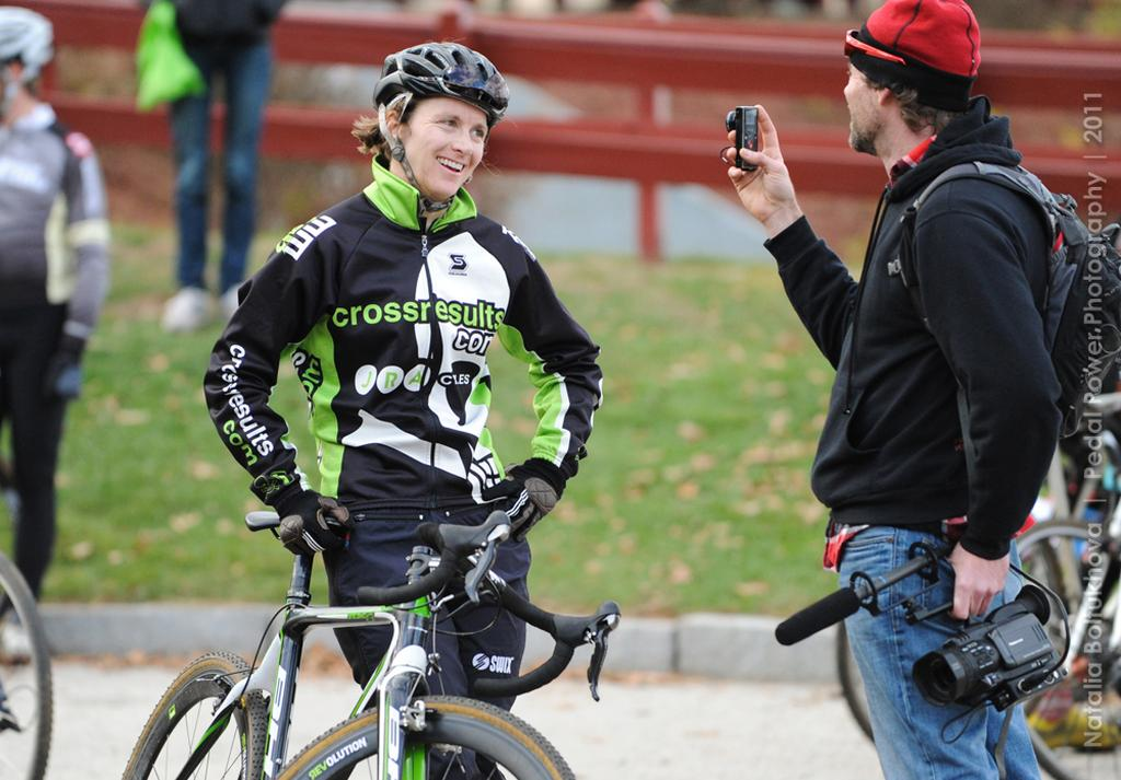 Sally Annis gives an interview. © Natalia Boltukhova | Pedal Power Photography