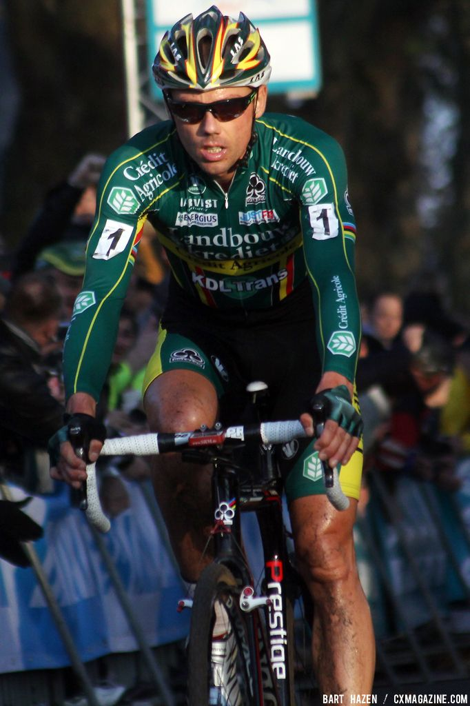 Sven Nys wins the Jaarmarktcross in Niel. © Bart Hazen