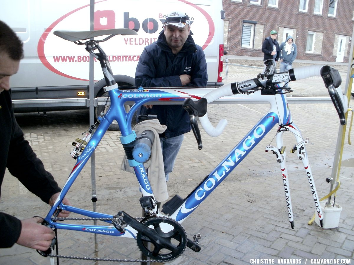 2012 Koksijde World Champion Niels Albert switched to a Colnago Prestige carbon cyclocross bike for 2012, but remained on Shimano Di2 componentry, PRO Vibe cockpit and TRP CR950 brakes.