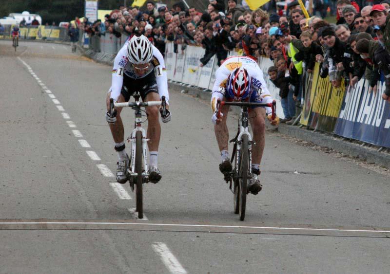 It comes down to a bike throw! ? Bart Hazen
