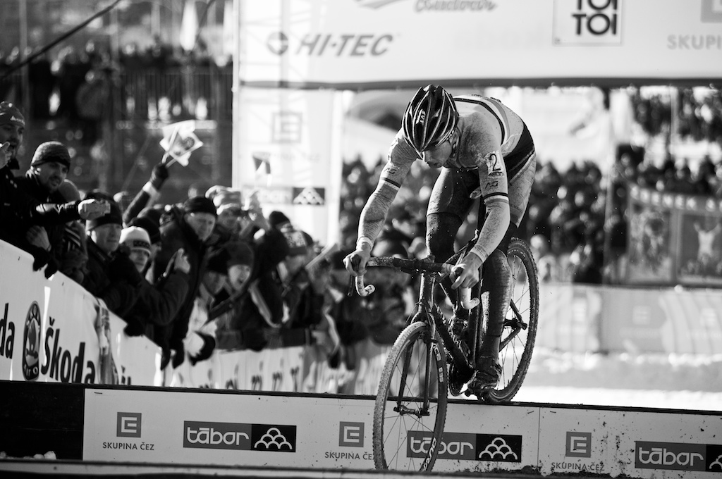 Sven Nys bunnyhops the planks in Tabor Part 3 ? Joe Sales