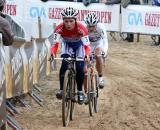 Daphny Van den Brand and Marianne Vos find a good line through the sand. ? Bart Hazen
