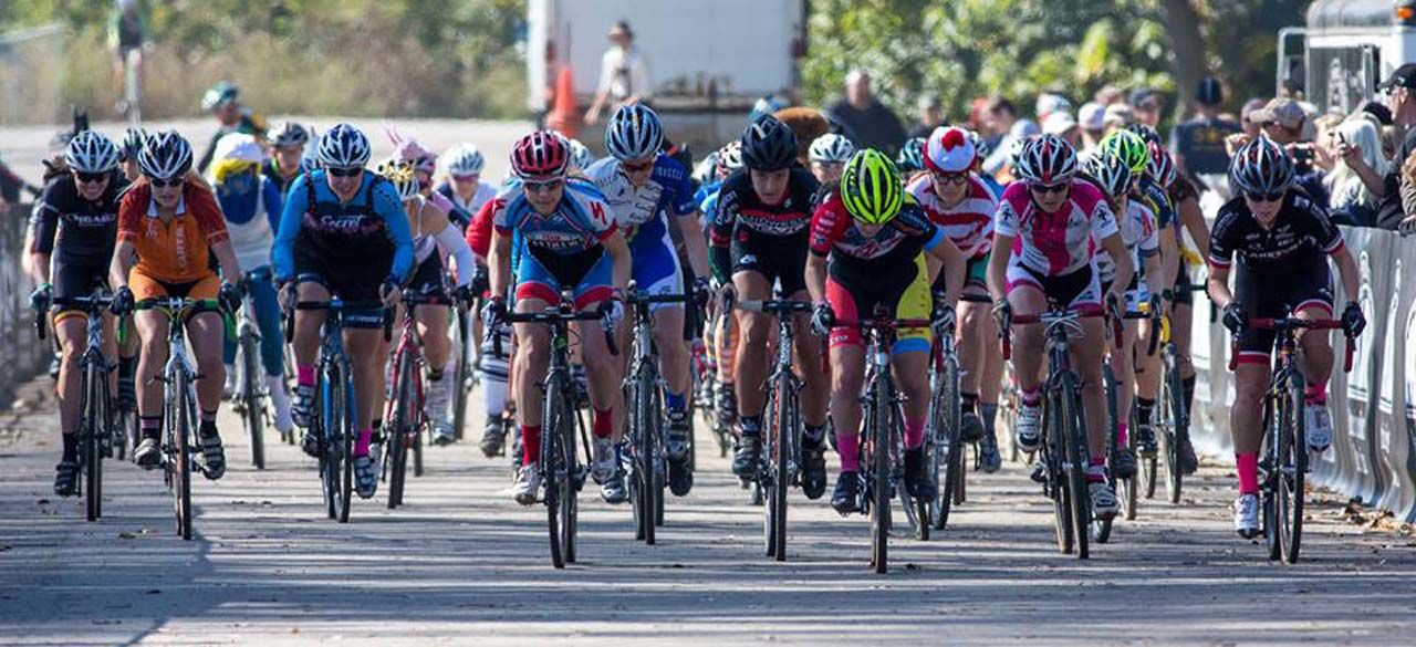 The Women\'s Elite start. © Kent Baumgardt