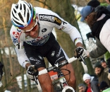 Niels Albert powers away from Kevin Pauwels on the steepest climb in Overijse.  © Bart Hazen