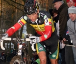 Sven Nys struggles over a steep climb in Overijse. ? Bart Hazen