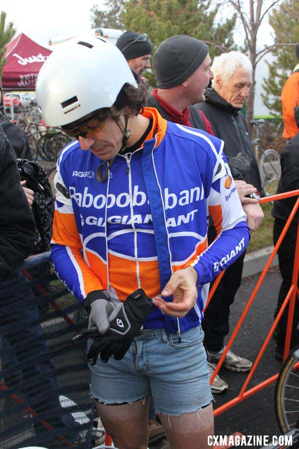 Craig shows off the latest singlespeed race gear. © Cyclocross Magazine