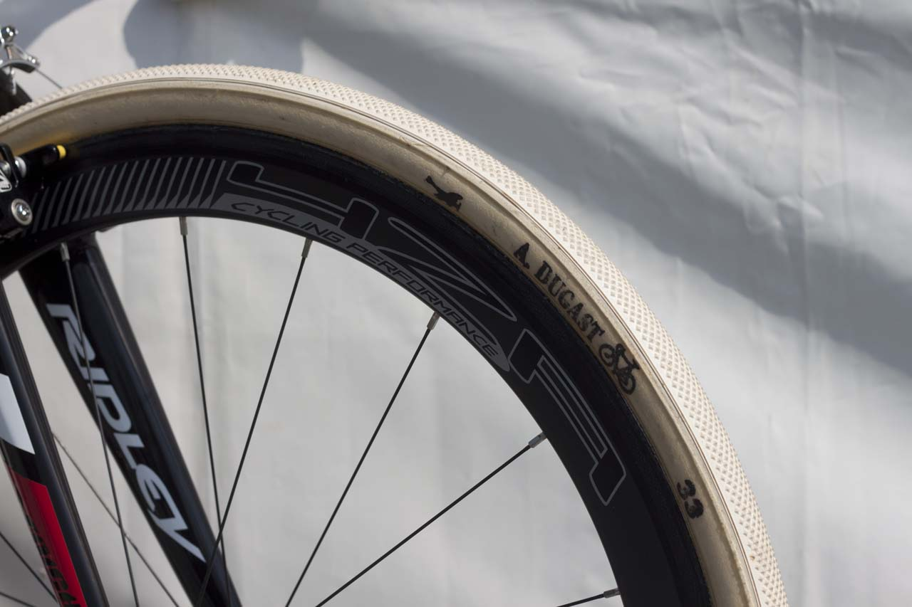 Dugast Dugast Pipistrello tires and 4ZA Cirrus Pro wheels are something the U.S. crowds don\'t see every day. © Cyclocross Magazine