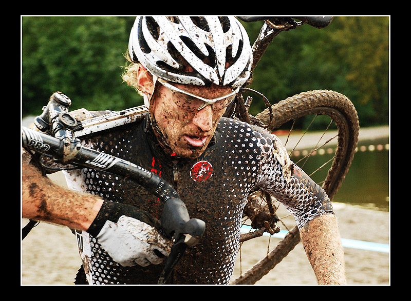 The mud was unavoidable on the sloppy course. © Suzanne Marie