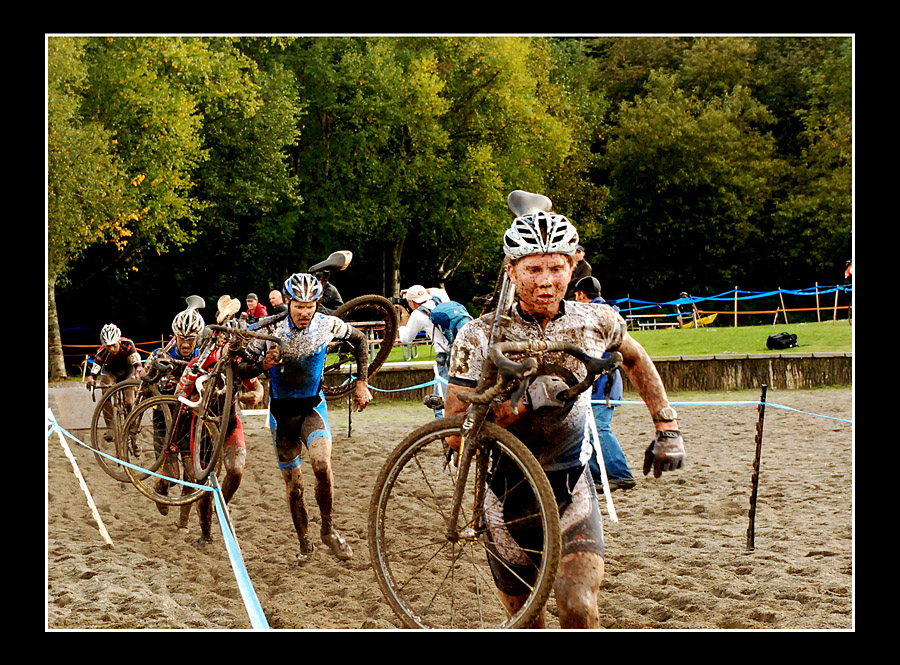 Most riders chose to run the sand. © Suzanne Marie