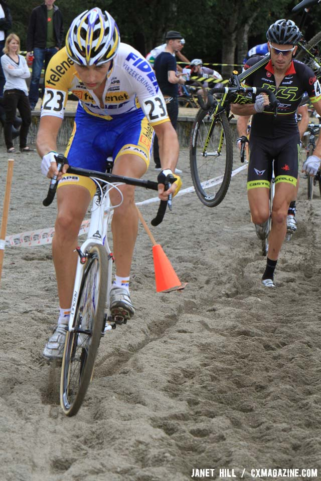 Peeters initiates his gap through the sand. ©Janet Hill