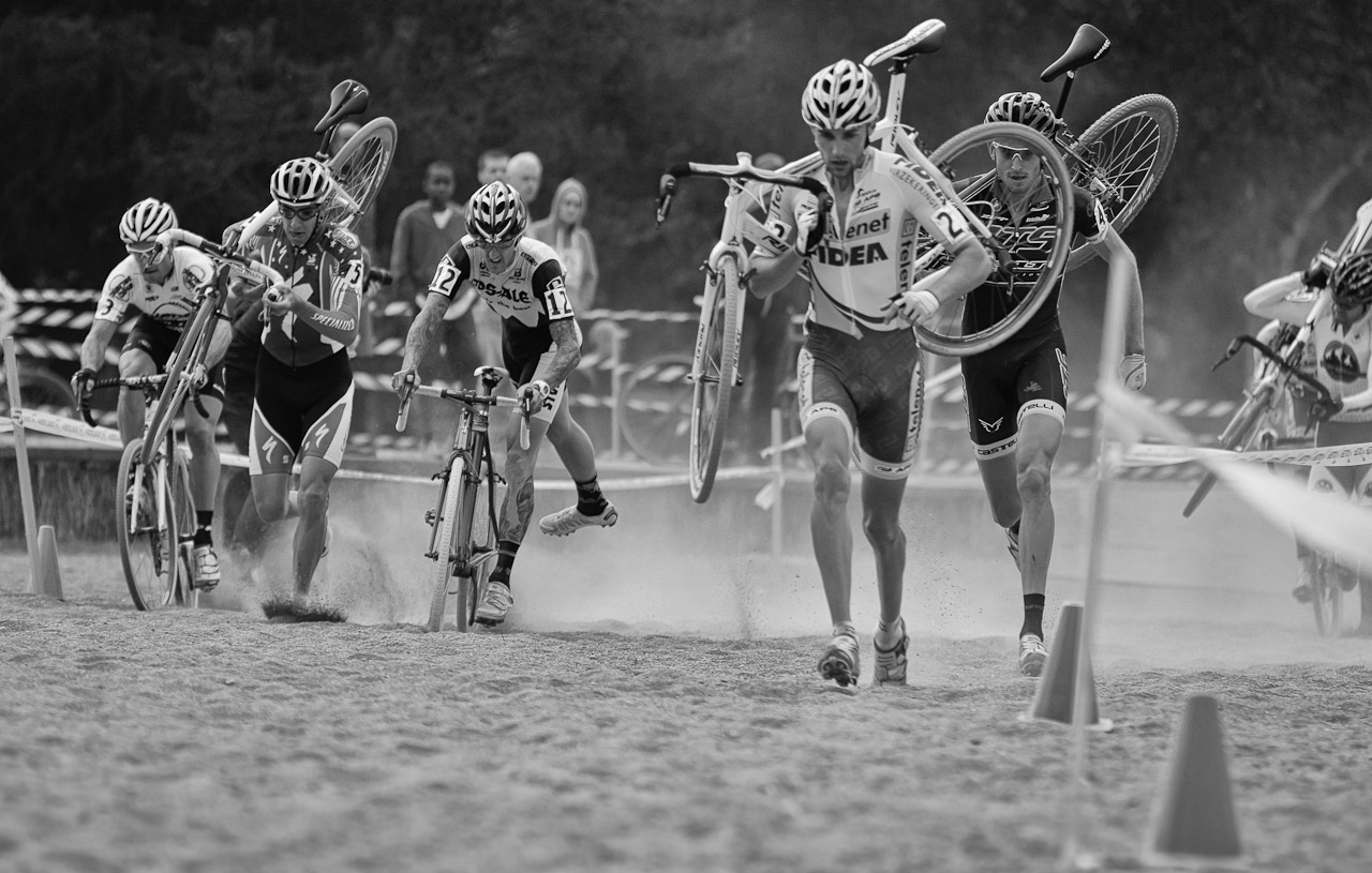 Starcrossed. The front group hit the long, dusty sand section. © Doug Brons