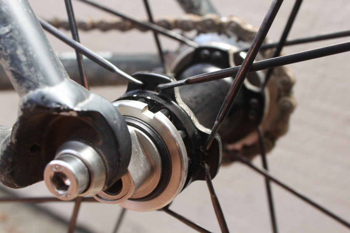 The Rolf SSCX cyclocross wheelset has a fixed option that takes a splined cog. © Cyclocross Magazine