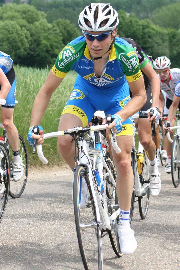 Eddy van IJzendoorn out of the saddle © Bart Hazen