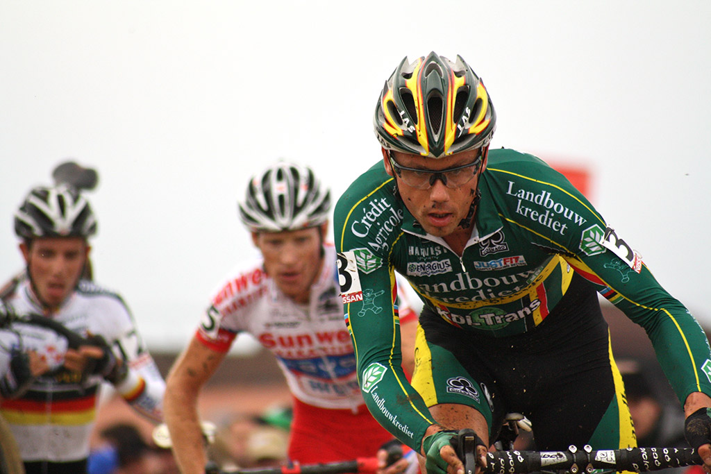 Sven Nys leads Klaas Vantornout and Philipp Walsleben in the sand © Dan Seaton
