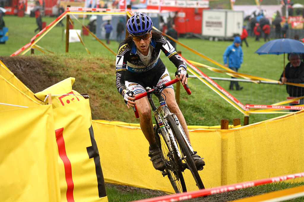Christine Vardaros rounds the final muddy bend of the next to last lap © Dan Seaton