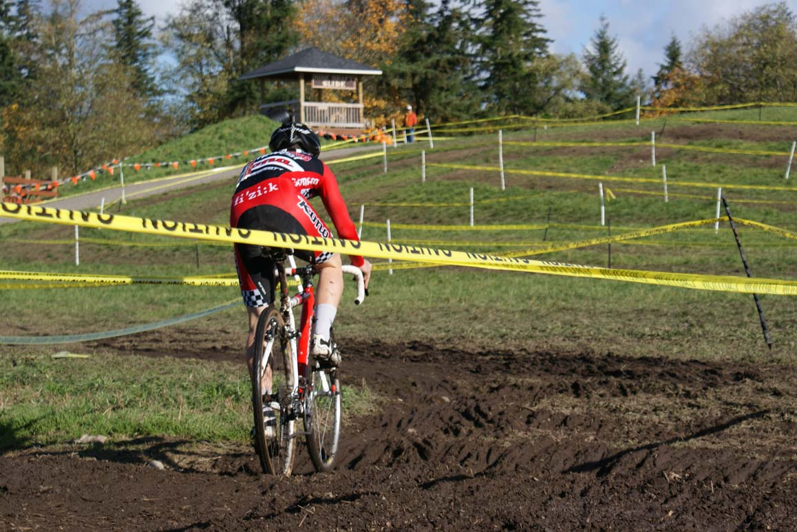 Steve Fischer on his way to victory at Maris Farms. Seattle Cyclocross #5, Maris Farm, November 1, 2009. ? Kenton Berg