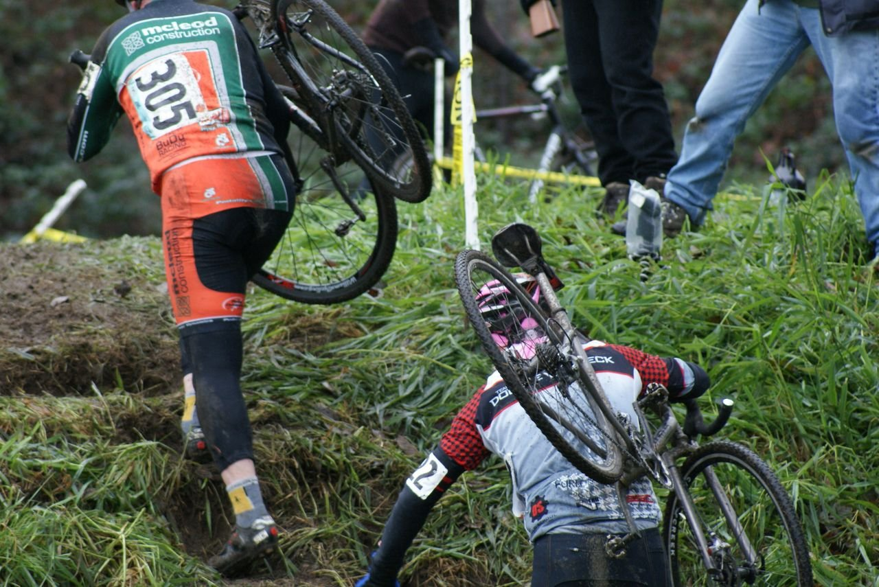 Masters racers take the short but steep run-up © Kenton Berg
