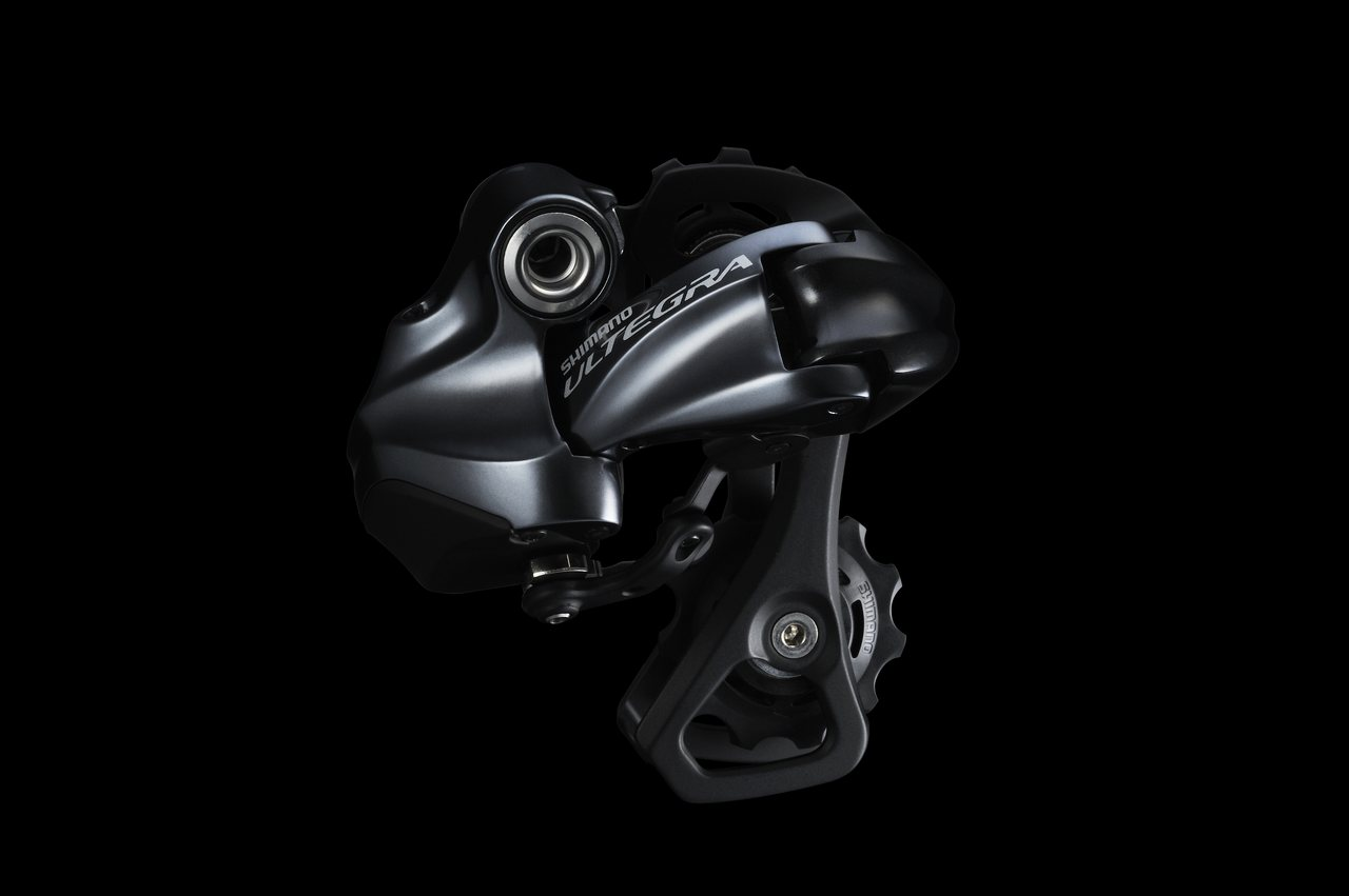 Ultegra RD-6870 Di2 11-speed rear derailleur comes in both short and medium cages. © Shimano