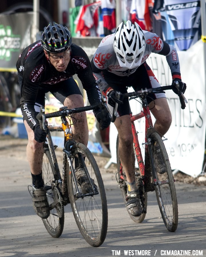 Scott Smith and Chris Atkinson sprint for 6th. © Tim Westmore