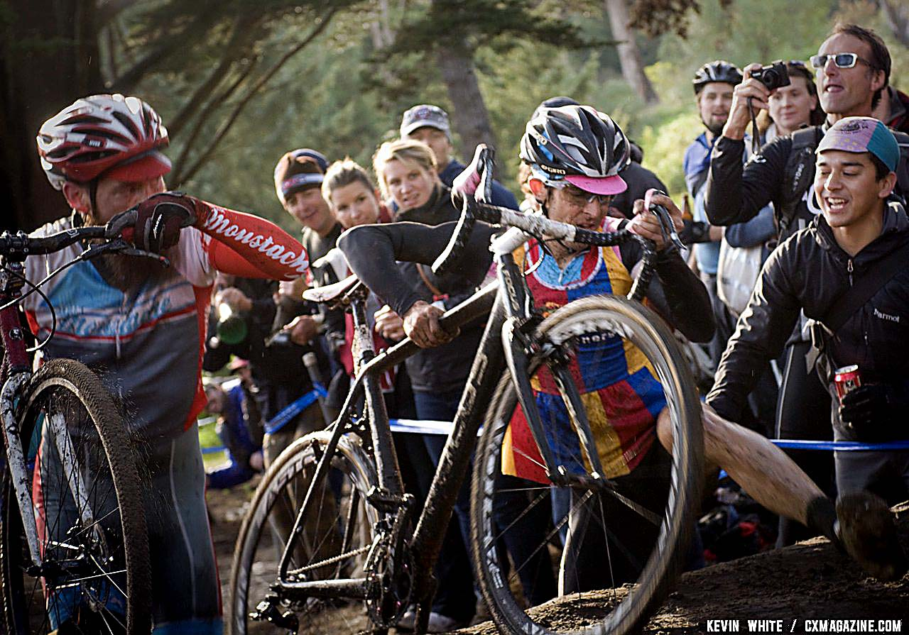Chris Jones laps a rider and hops a tree on his way to the SSCXWC title. © Kevin White