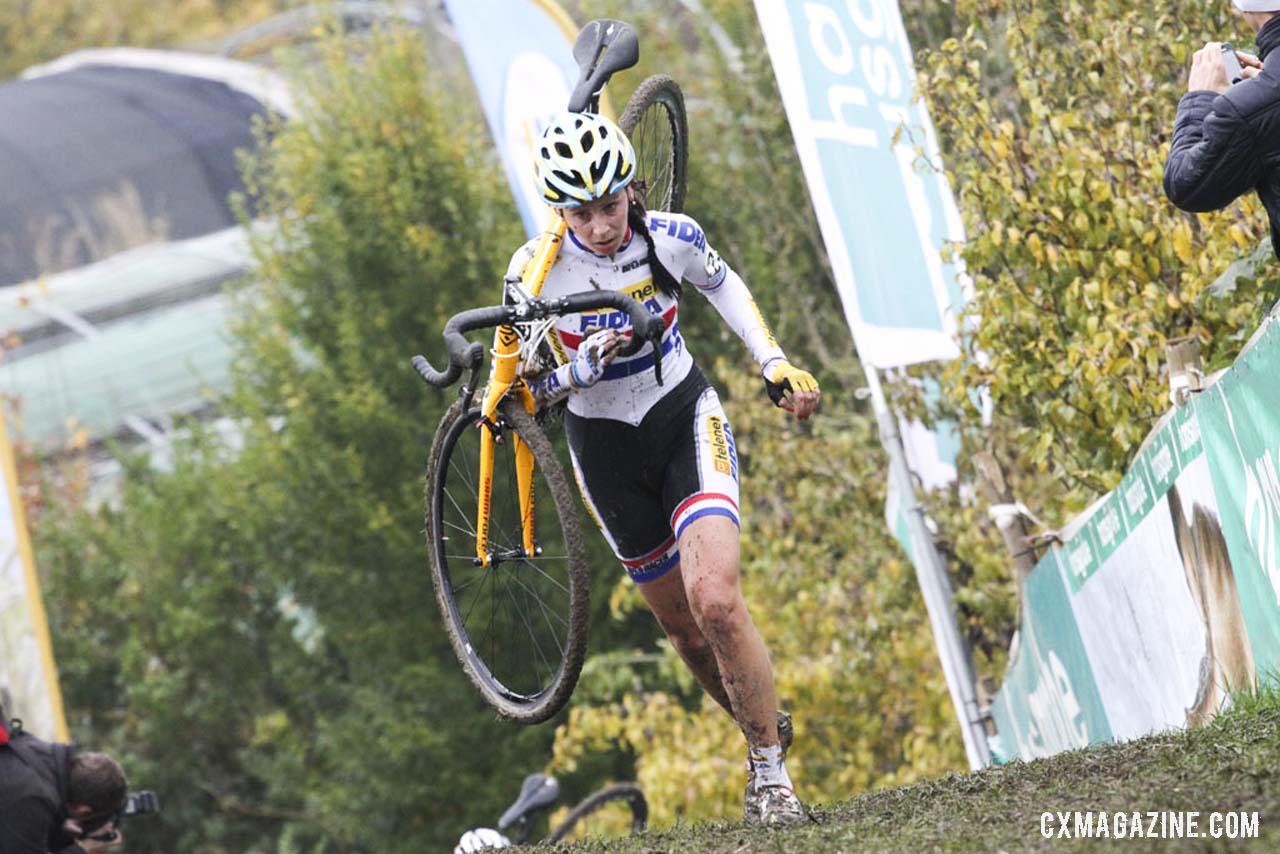 Nikki Harris on the run-up. ©  Bart Hazen / Cyclocross Magazine