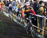 Sven Nys leads a group into a turn © Bart Hazen