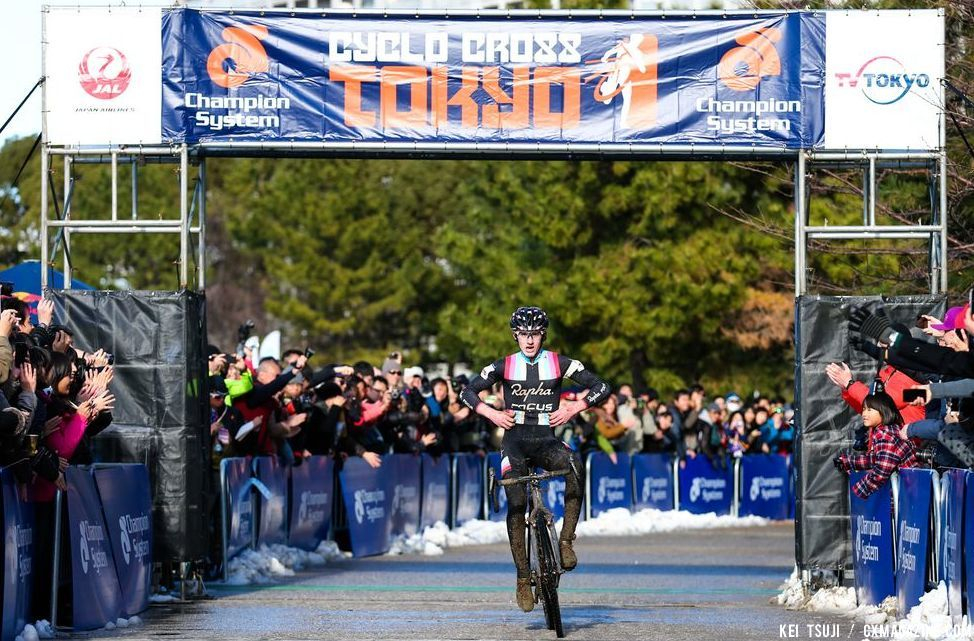 McDonald takes the win at Tokyo Cyclocross. © 辻啓/Kei TSUJI