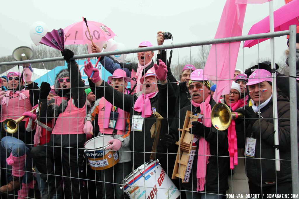 Stybar\'s fans are pretty in pink. ©Thomas van Bracht