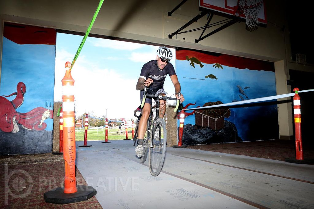 It's not every day you get to race through an old barn-turned-gym. It's one of the unique features of the Pacifica Crossfest, held at Casa Pacifica near Camarillo, CA. © Phil Beckman/PB Creative (pbcreative.smugmug.com)