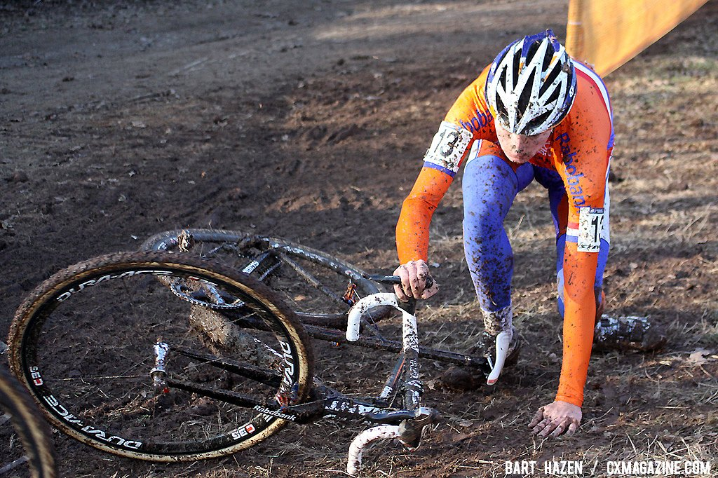 Mike Teunissen crashed in the first lap