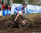 Stybar smoothly circumnavigating the tree at the UCI World Championships of Cyclocross. © Thomas Van Bracht