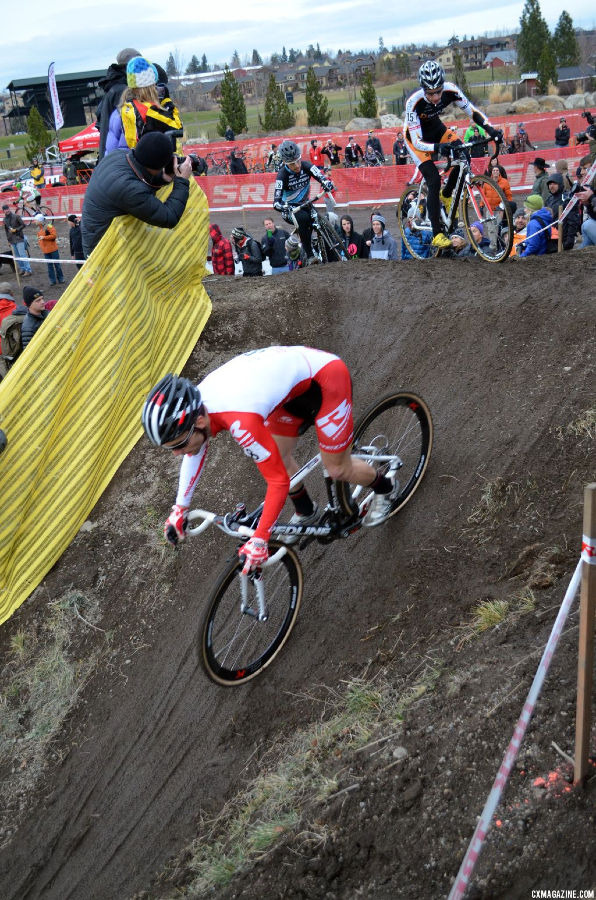 Lindine heads downhill. © Cyclocross Magazine