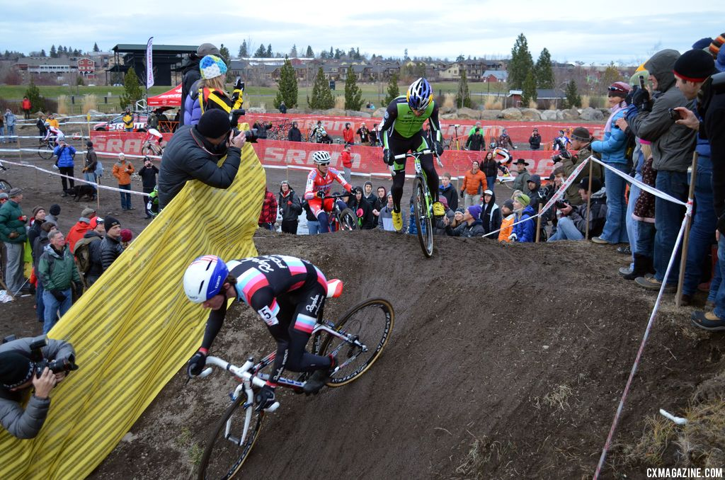 The men\'s field started fast and furious. © Cyclocross Magazine