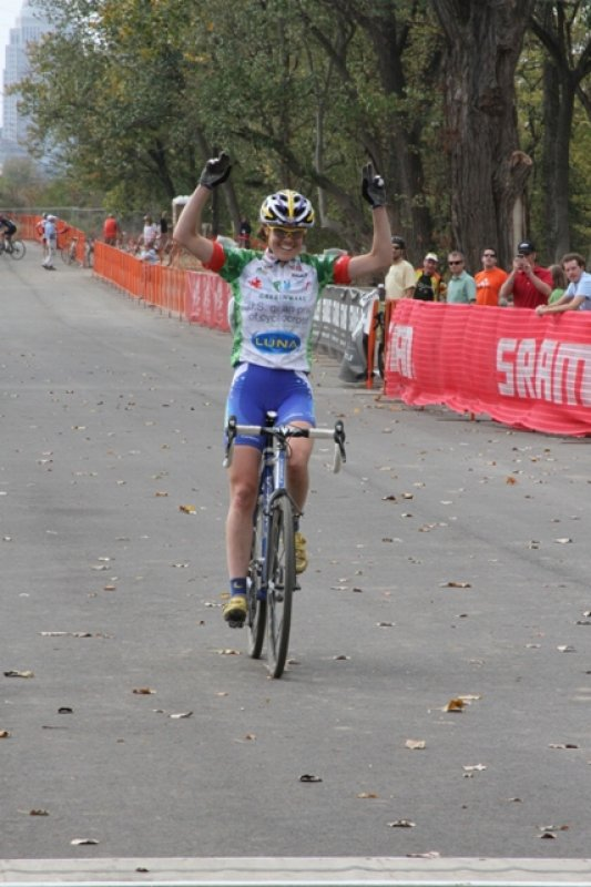 Georgia Gould takes the win with a large gap © Amy Dykema